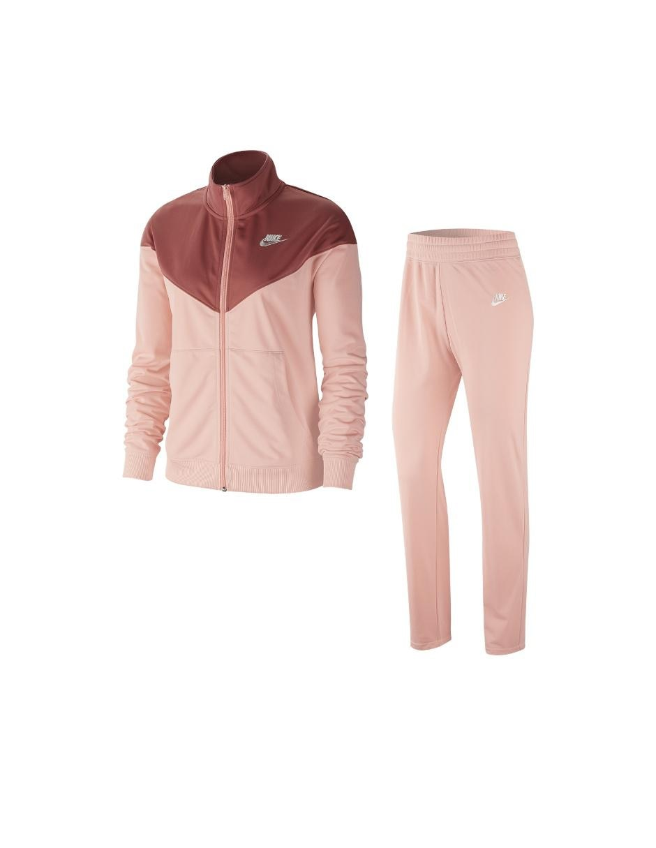 Conjunto deportivo Nike para dama